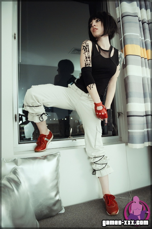 Faith Cosplay 18+ (Mirrors Edge)
